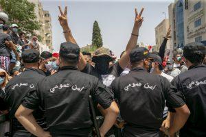 تصعيد الأزمة السياسية في تونس يؤدي إلى انخفاض حاد في سندات الخارجية