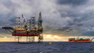 النفط يتراجع بسبب موجة دلتا و تباطؤ الصين - أسهم-Ashoum